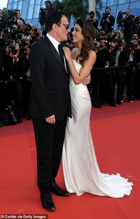 13775350-7054755-Loved_up_Quentin_Tarantino_and_his_younger_wife_Daniella_Pick_hi-a-298_1558463465039.jpg