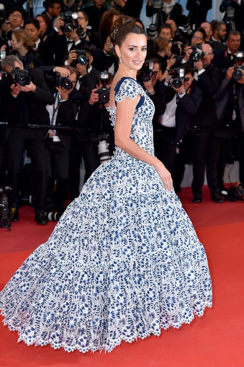 Penelope_CRUZ_wore_CHANEL_at_Dolor_y_Gloria_Premiere_at_the_72nd_Cannes_International_Film_Festival_-_May_17th (1).jpg