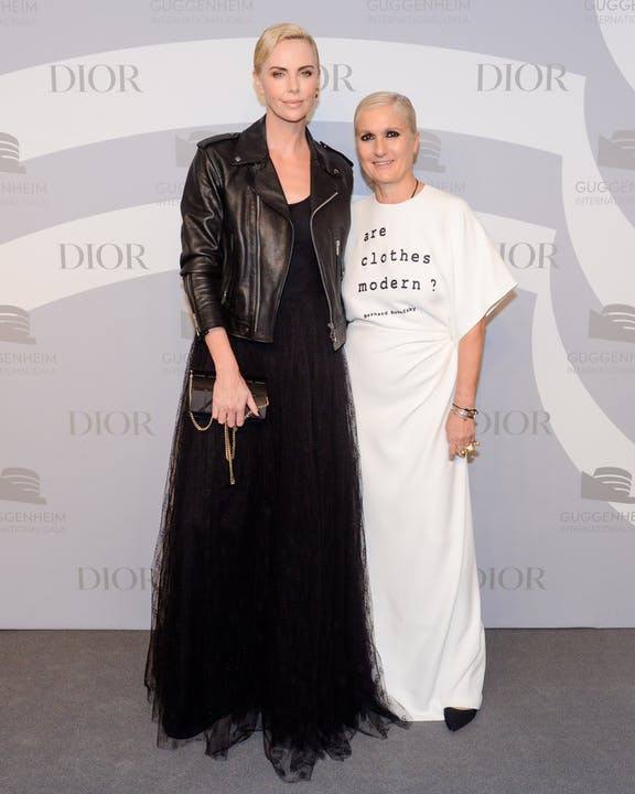DIOR_GUGGENHEIM_INTERNATIONAL_GALA_2019_DINNER CHARLIEZ THERON AND MARIA GRAZIA CHIURI.jpg