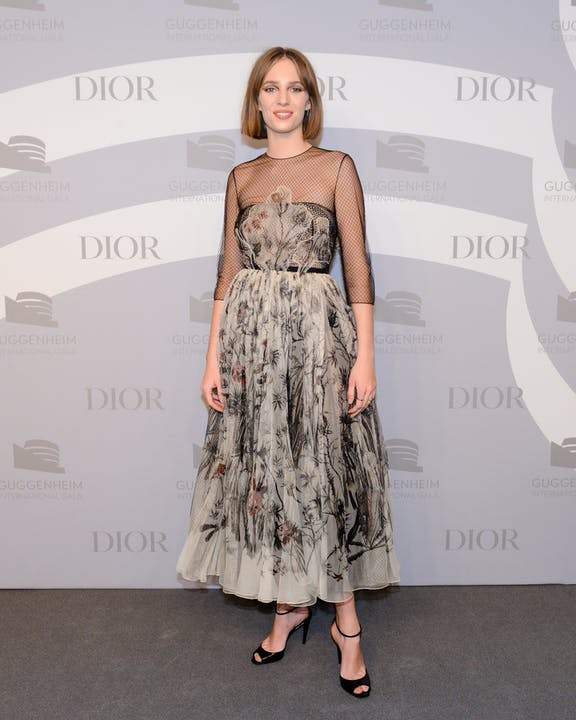 DIOR_GUGGENHEIM_INTERNATIONAL_GALA_2019_DINNER MAYA HAWKE.jpg