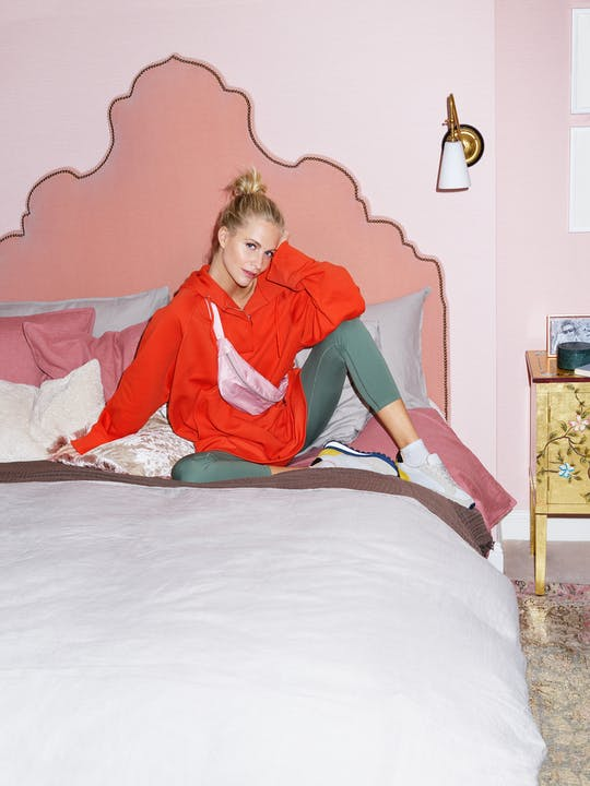H&M HOME_At home with Poppy Delevingne_Bed.jpg