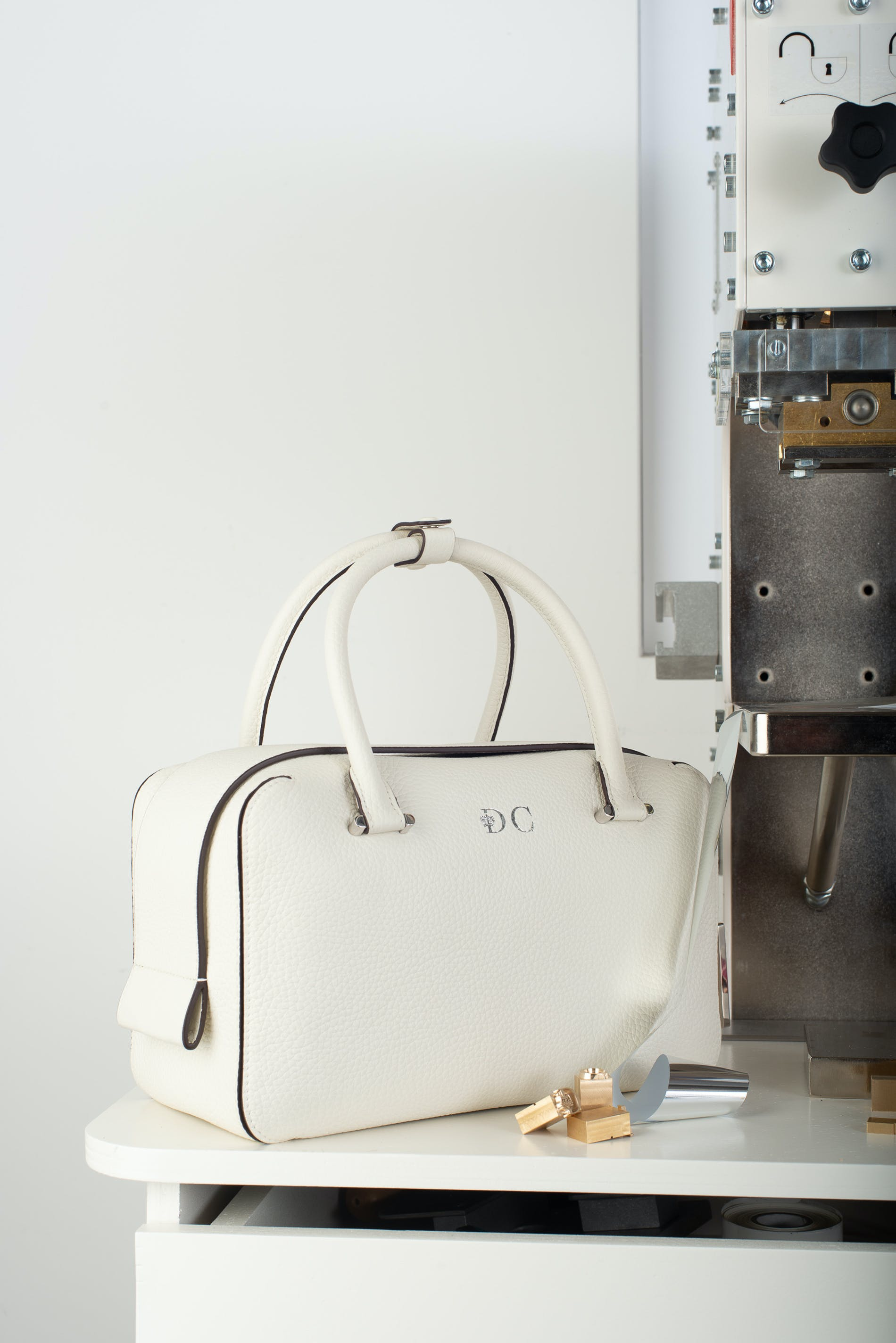 1571143387581283 delvaux hot stamping 9