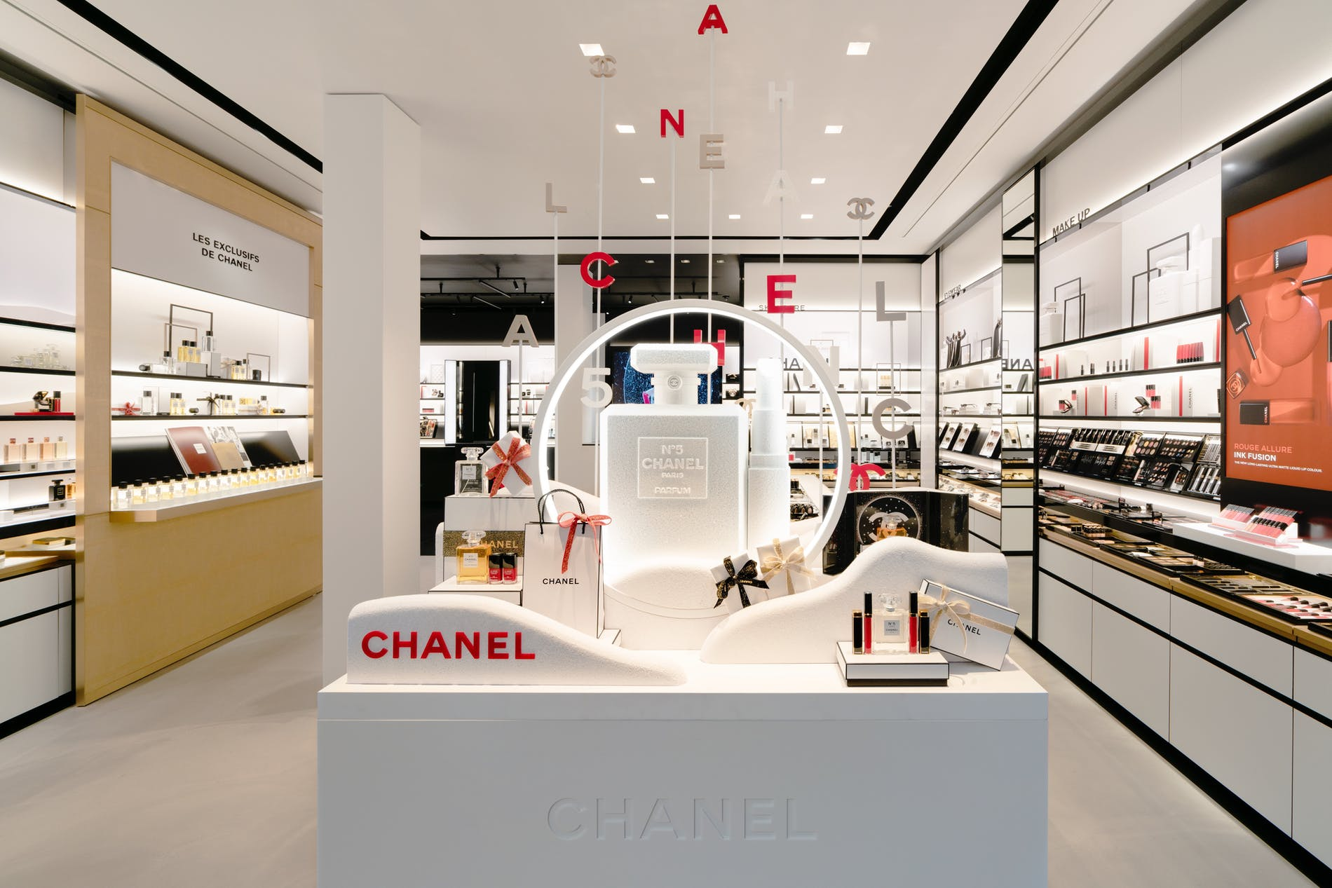 1573212673906541 chanel fragrance and beauty boutique antwerpen 002