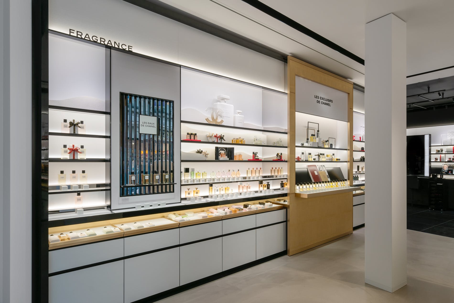 1573212718059979 chanel fragrance and beauty boutique antwerpen 003