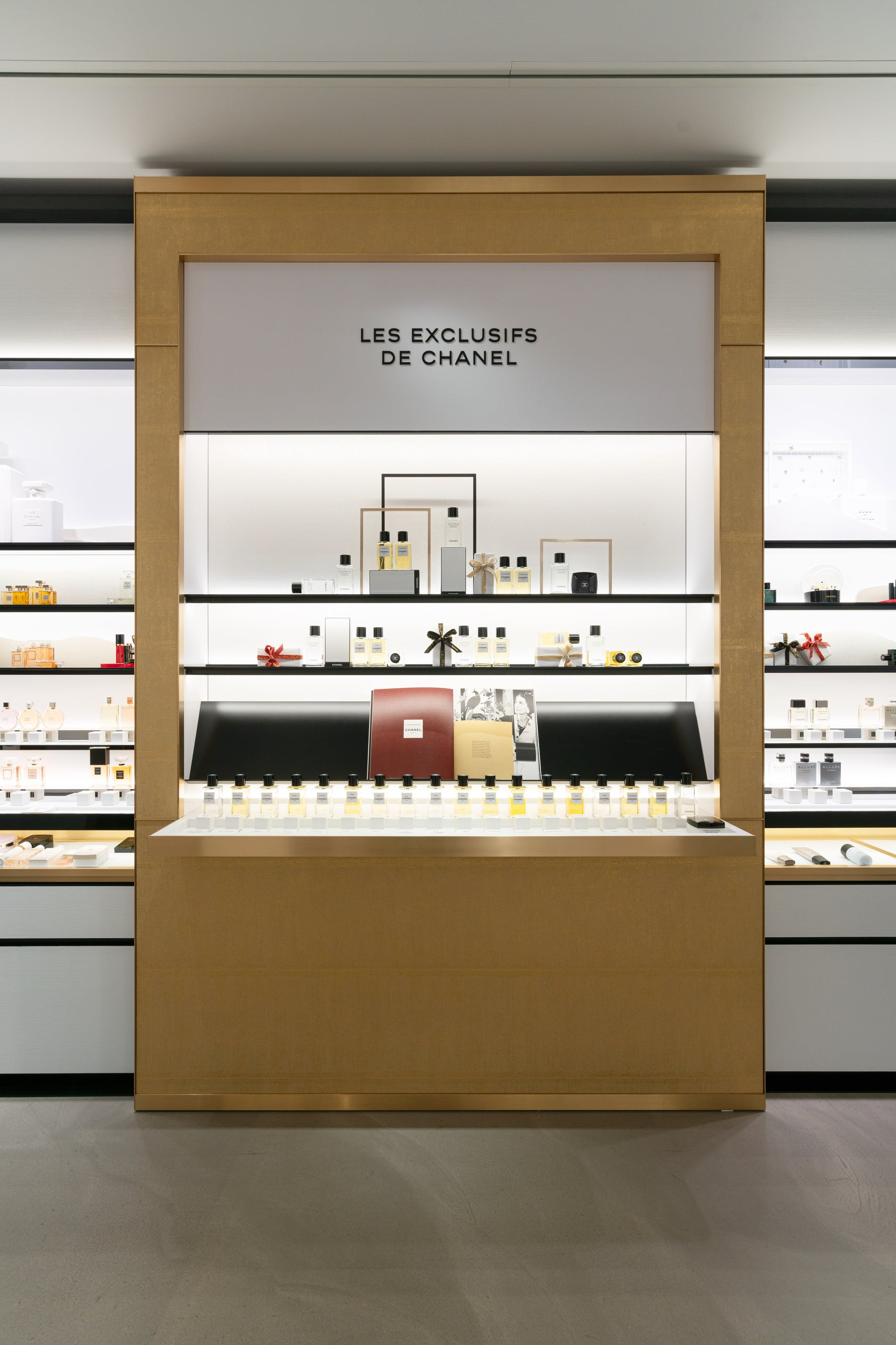 1573212745327884 chanel fragrance and beauty boutique antwerpen 004