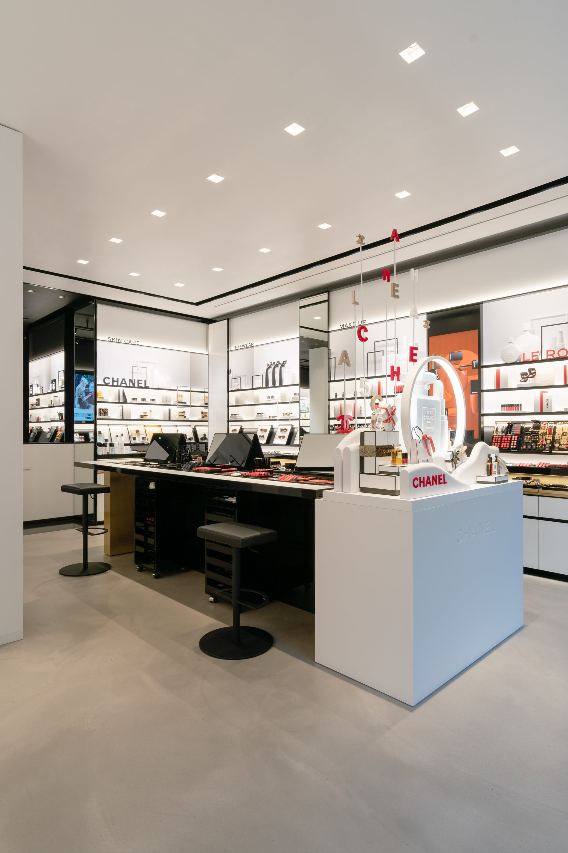 1573212749277329 chanel fragrance and beauty boutique antwerpen 005