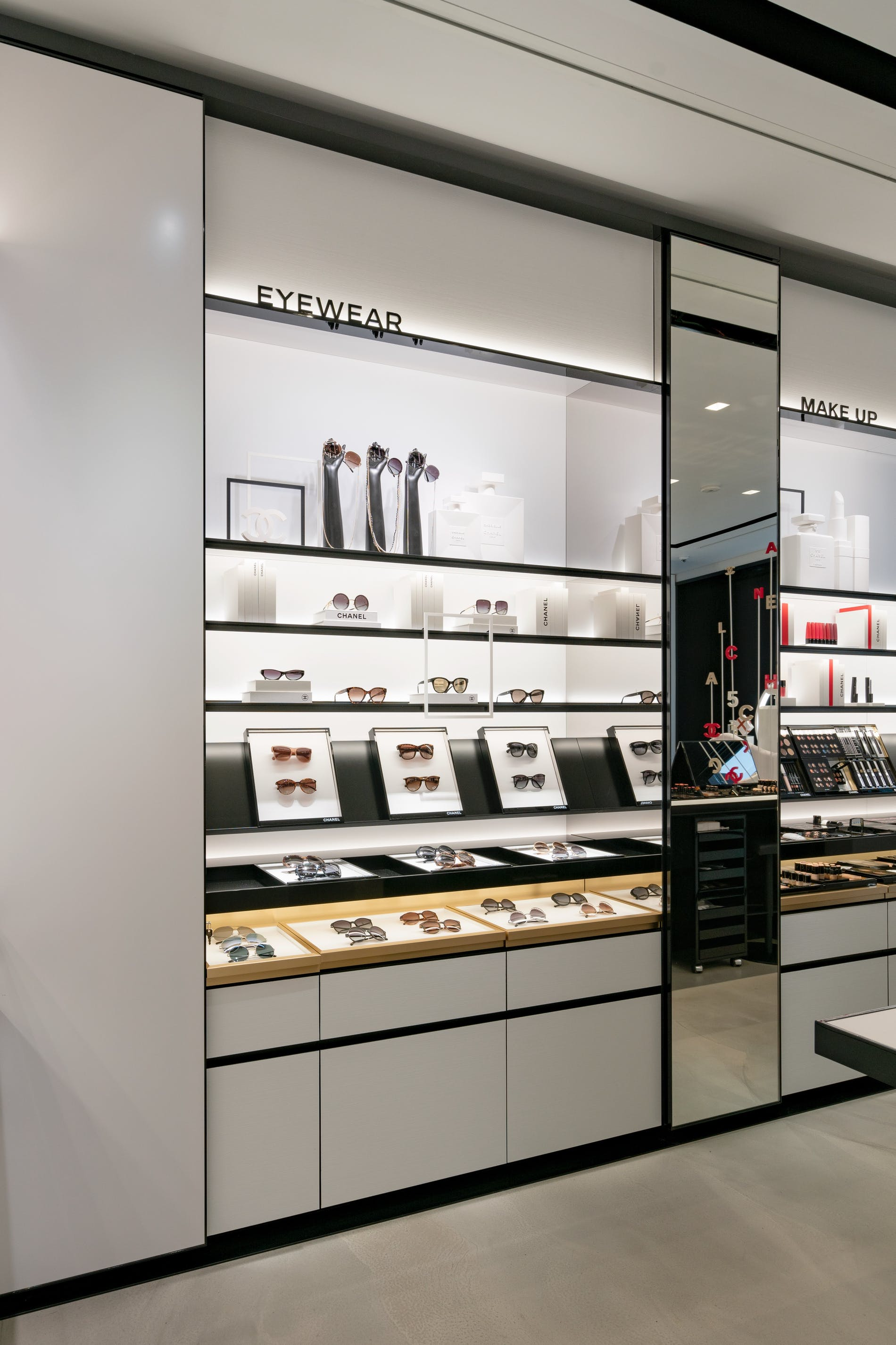 1573212752958432 chanel fragrance and beauty boutique antwerpen 006