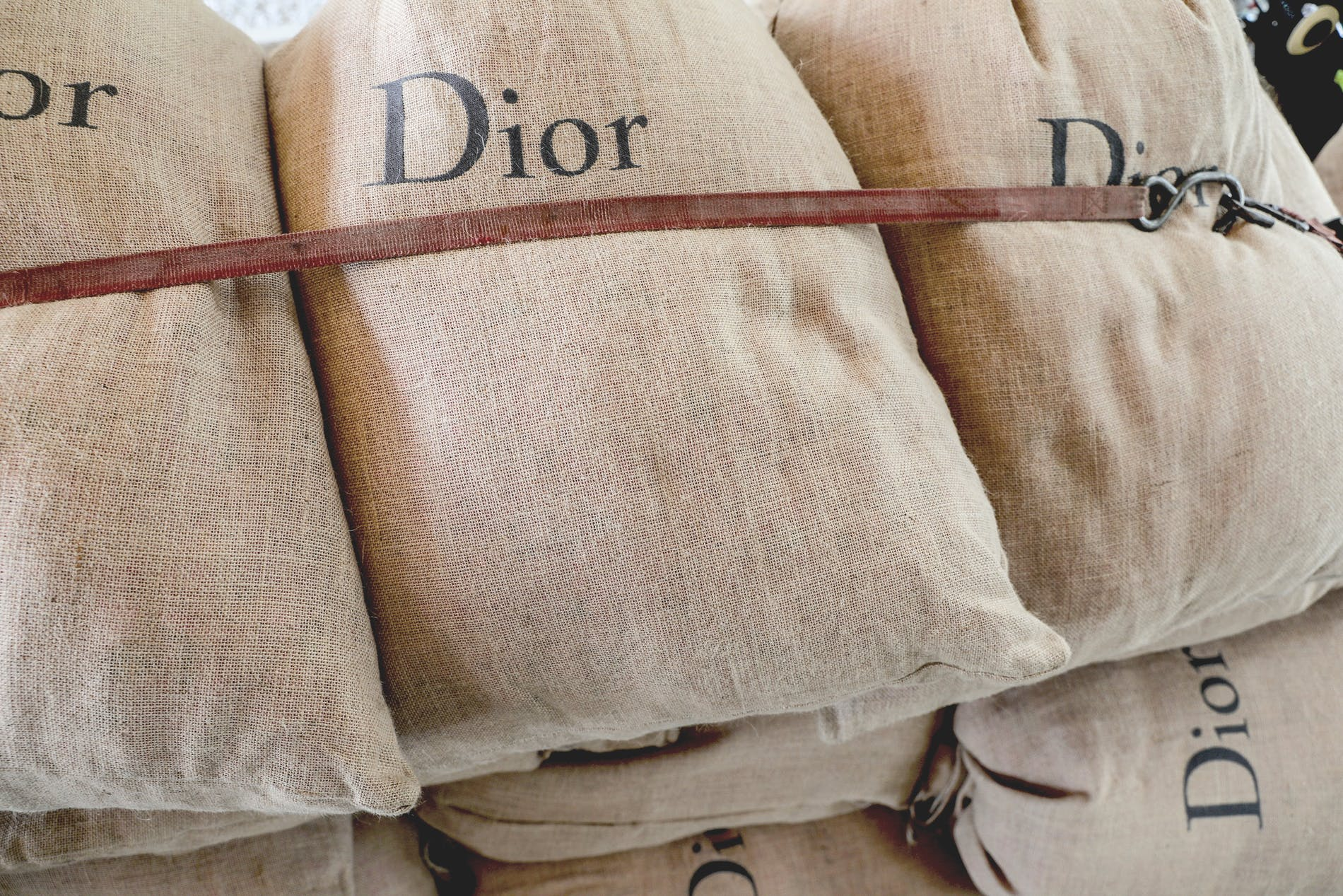 1586987885960794 dior made with love 2