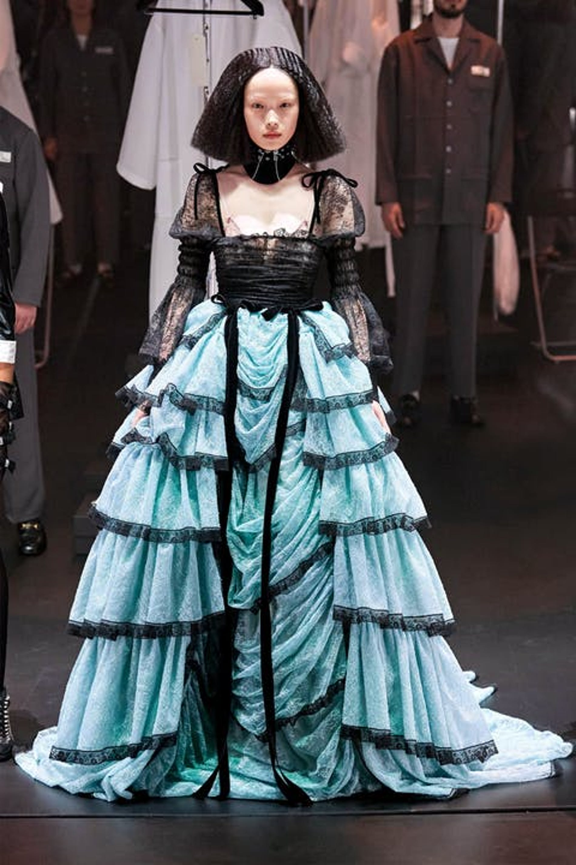 1610704892165548 gucci fall 20 ball gown royal trend