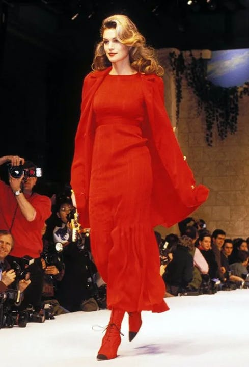 cindy-crawford-chanel-haute-couture-spring-summer-1993.jpg