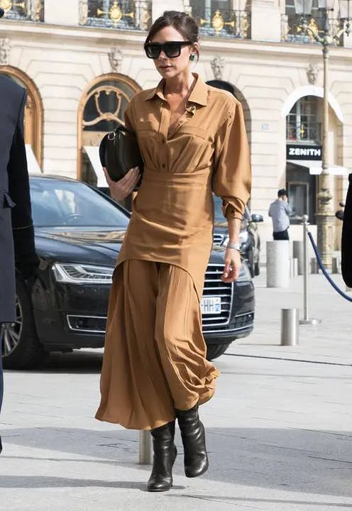 1618558808-victoria-beckham-style-young-1.webp