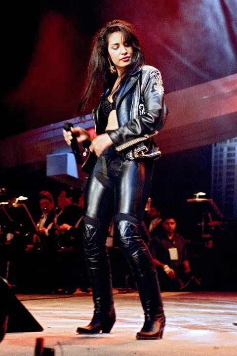 1618436331-selena-outfits-stage.webp