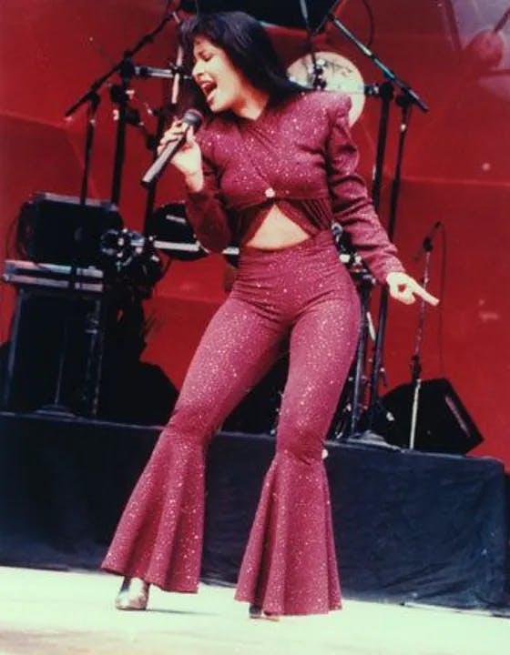 1618436363-selena-quintanilla-stage-outfits.webp