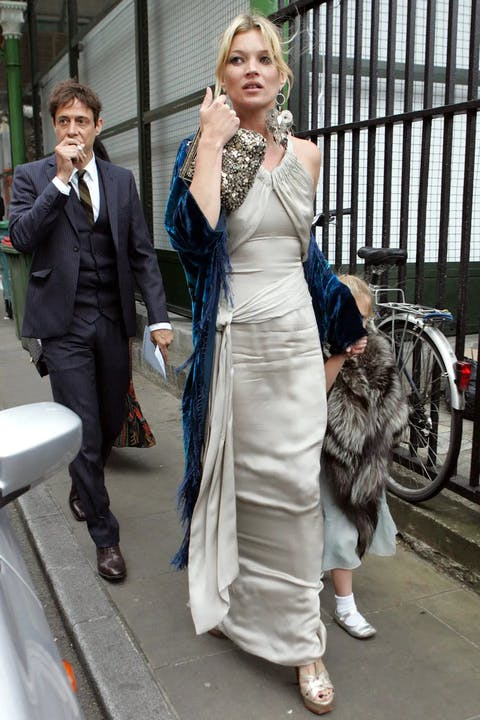 1624372350-kate-moss-wedding-guest-style.webp