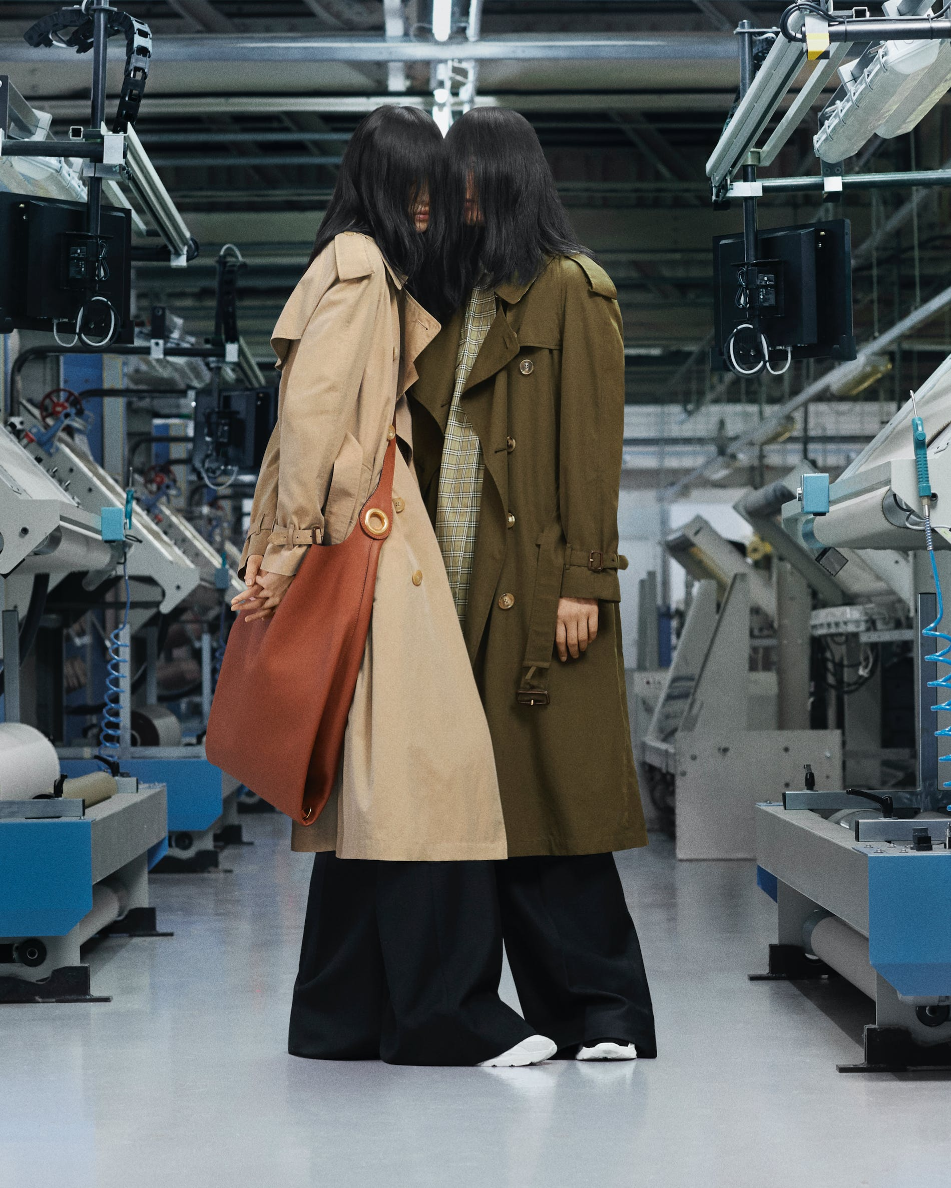 1540183782088827 the burberry heritage trench coat 001