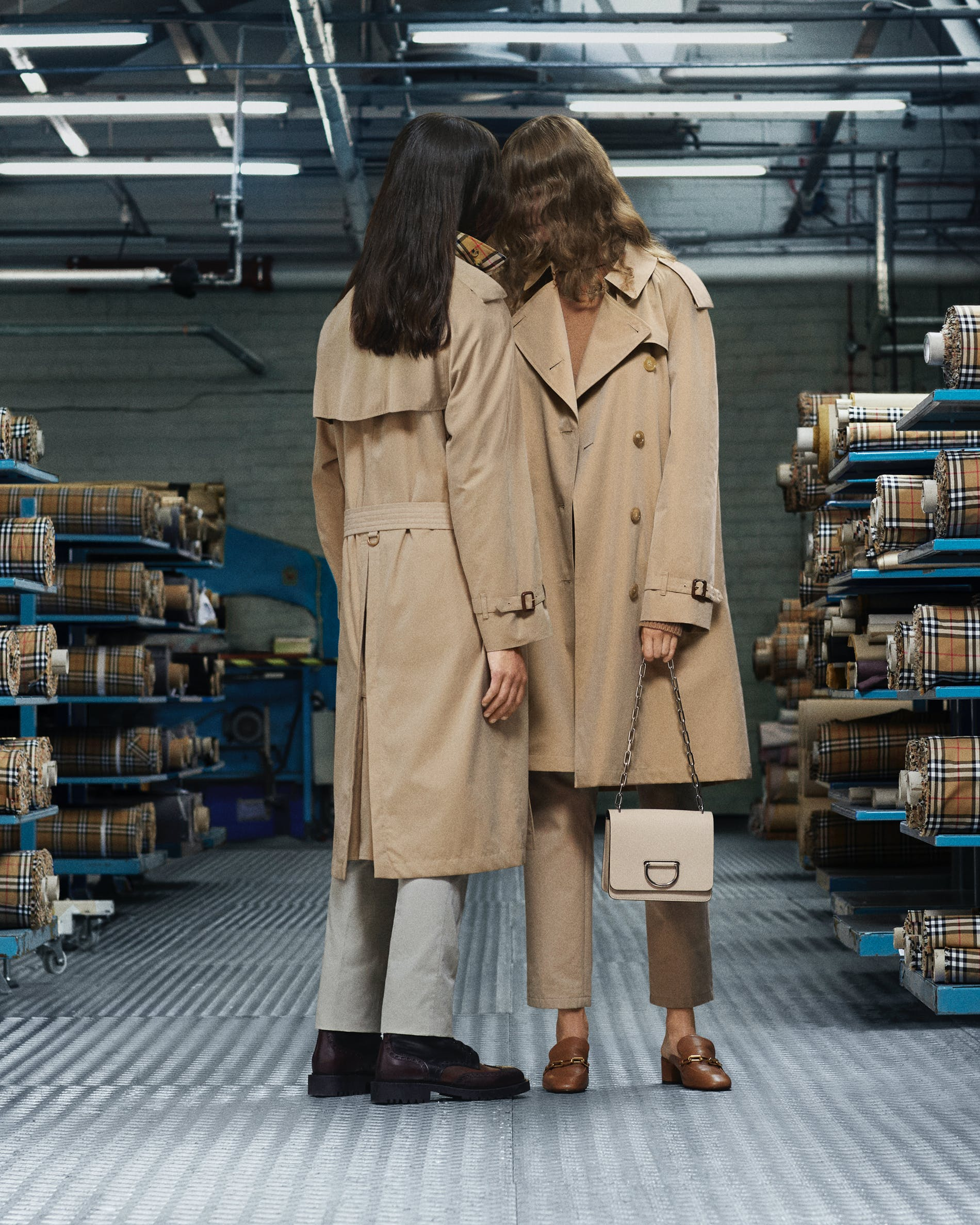 1540183782273183 the burberry heritage trench coat 002