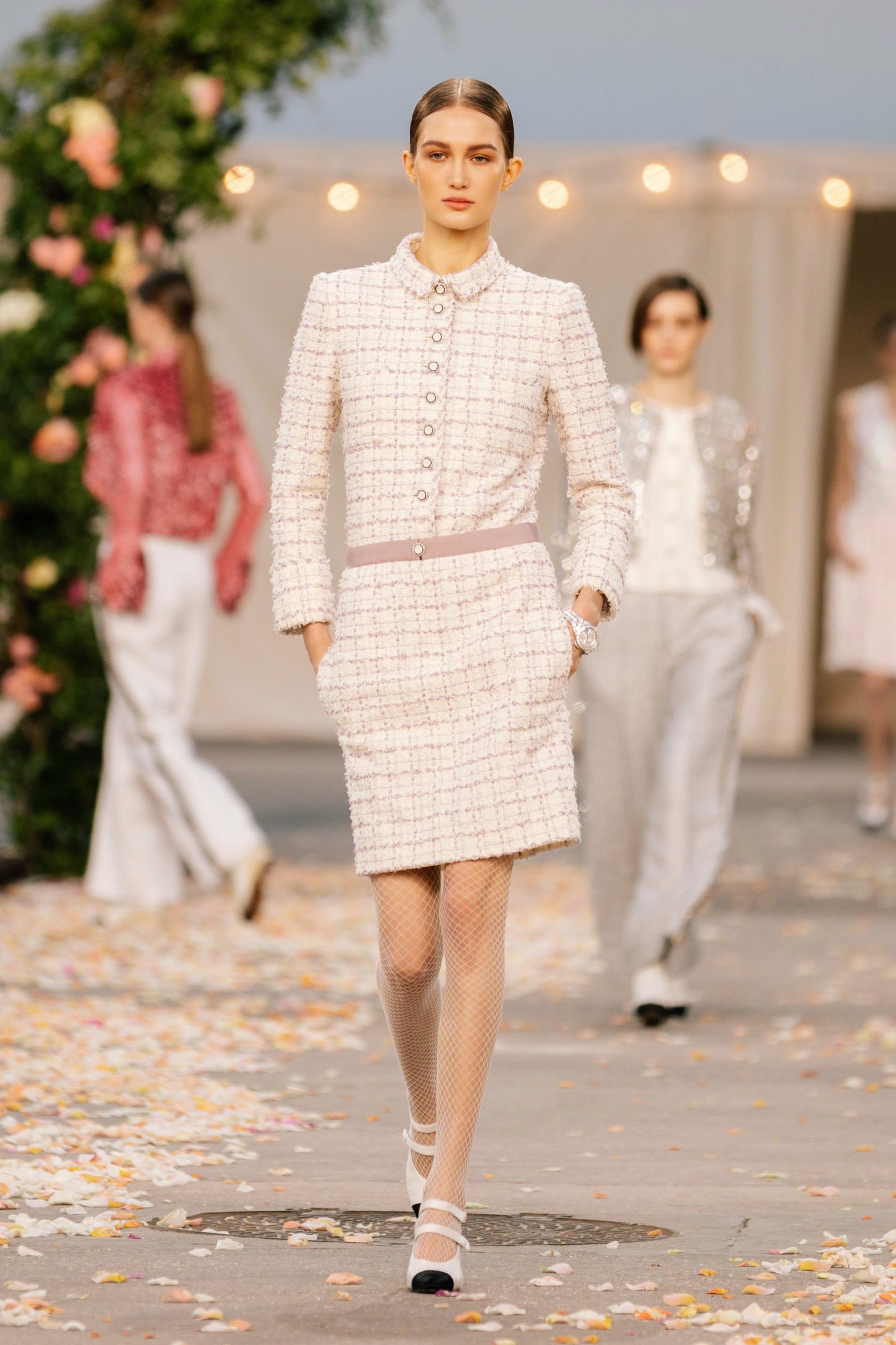 1611755693774308 chanel couture spring 2021 lofficiel monaco 15