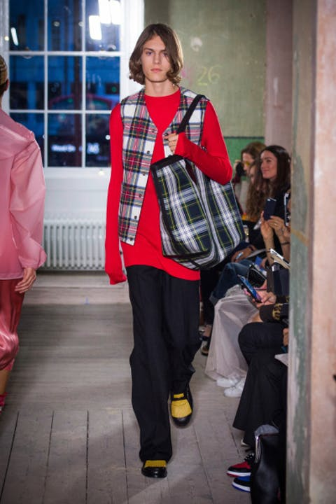 i85s9TQburberry-september-2017-collection-look-25-1.jpg