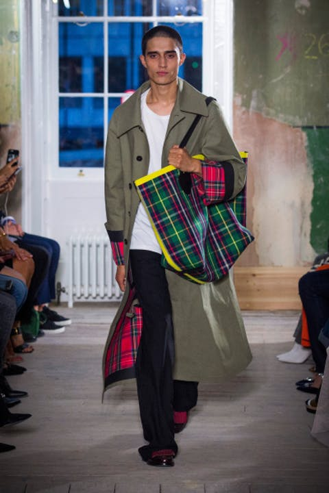 iyn_eEQburberry-september-2017-collection-look-5-1.jpg