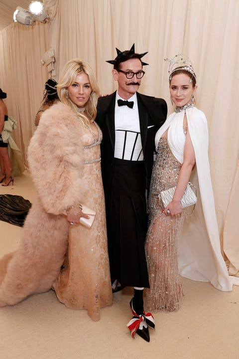 Sienna Miller, Hamish Bowles, and Emily Blunt.jpg